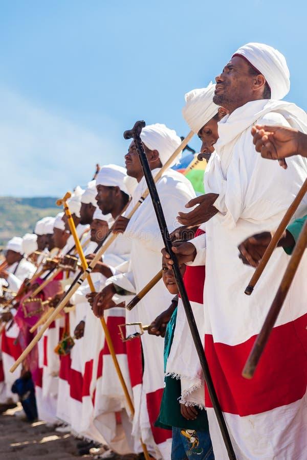 Dancing etiopico del sacerdote durante il Timkat immagini stock