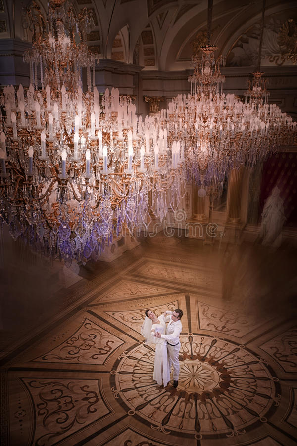 Free Dancing Wedding Couple Stock Images - 32677044