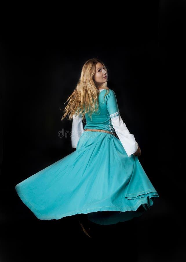 Dancingowa Średniowieczna dziewczyna obrazy royalty free