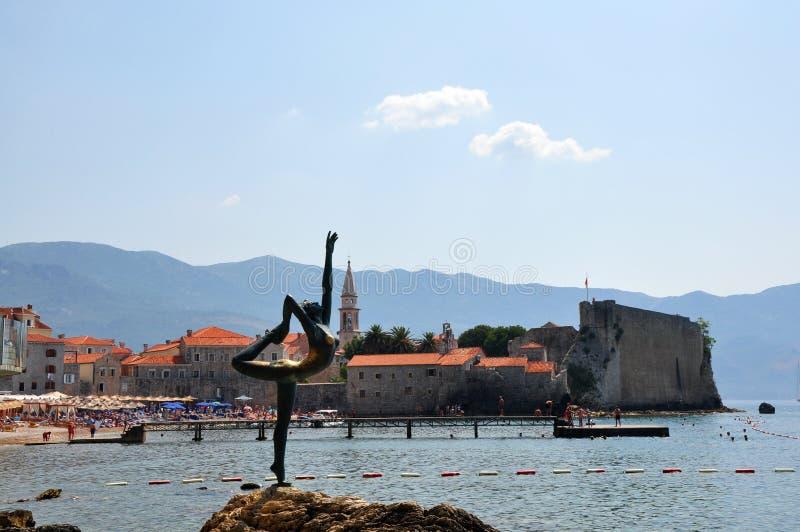 Dancingowej dziewczyny statua. Budva, Montenegro obraz stock