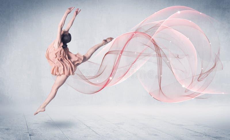 Dancingowy baletniczy występu artysta z abstrakcjonistycznym zawijasem fotografia royalty free