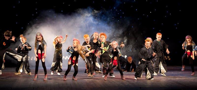 dancingowy grupowy występ zdjęcia royalty free