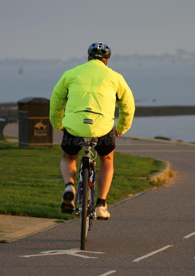 Download Dando um ciclo 2 foto de stock. Imagem de pedal, segurança - 50180