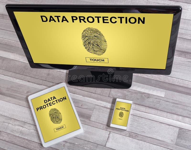 Dane ochrony pojęcie na różnych przyrządach zdjęcia stock