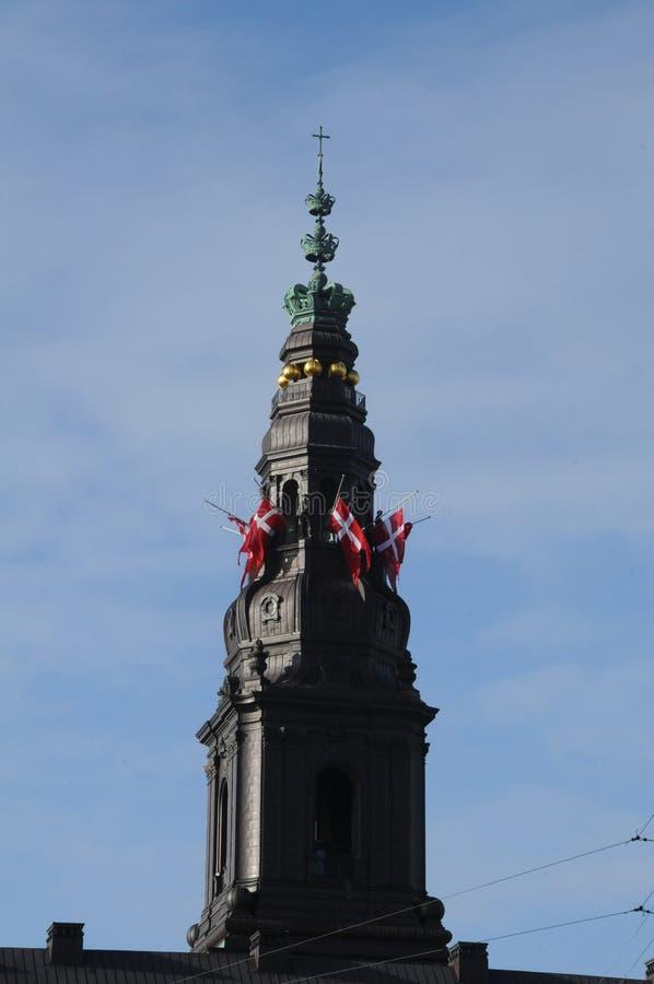 DANEBROG połówki maszt PRZY CHRISTIANSBORG pałac zdjęcia royalty free