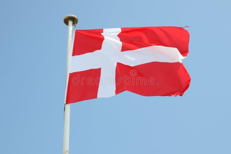 Danemark flagga på ett mattt i vinden arkivbild