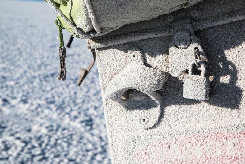 Danger de sel pour la moto dans Uyuni photos stock