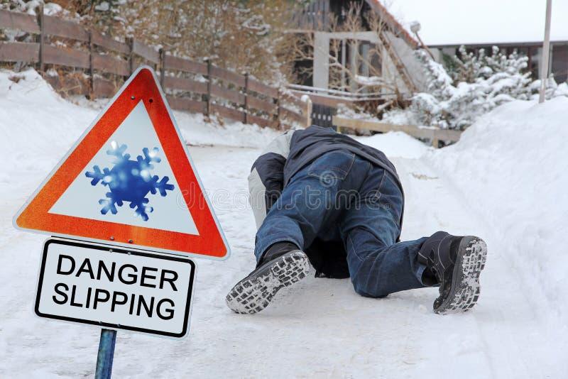 Danger glissant - danger d'accidents en hiver photo stock
