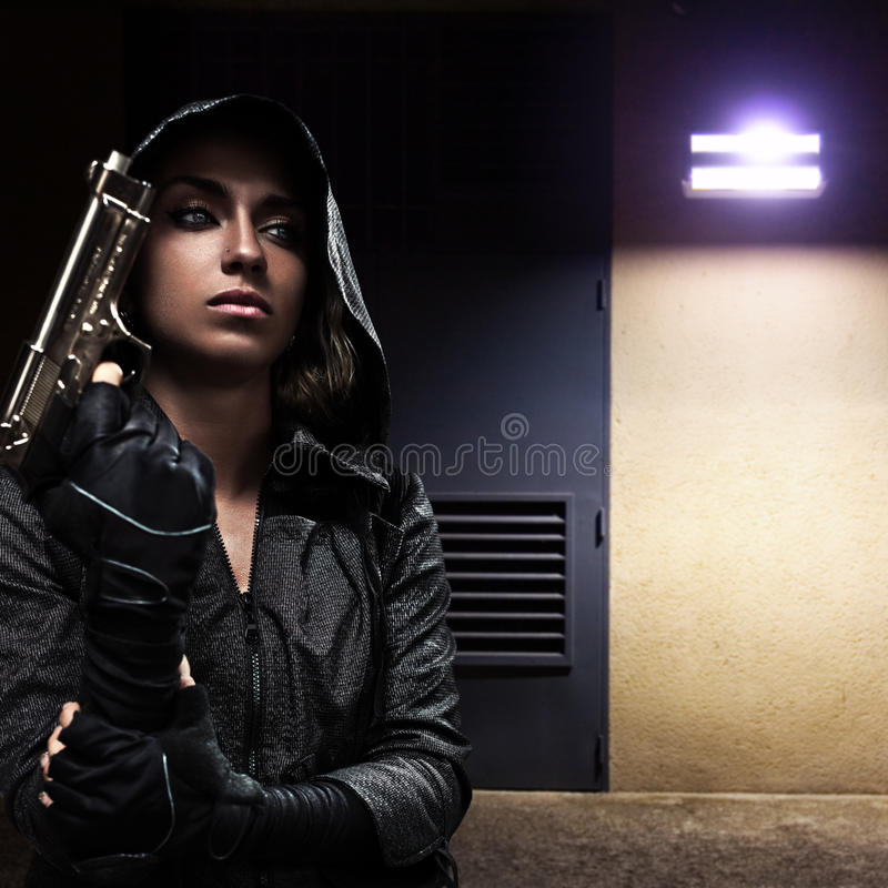 Free Danger Woman With Gun Stock Images - 36542634