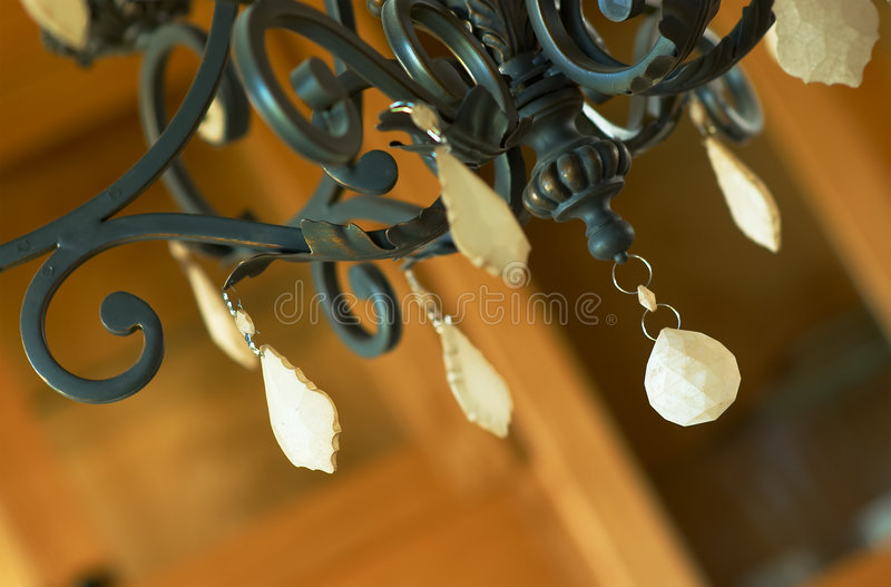 Danglers em um candelabro. fotografia de stock