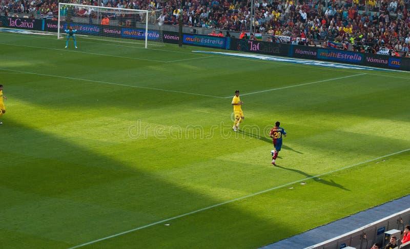 Dani Alves mit dem Ball lizenzfreie stockfotos