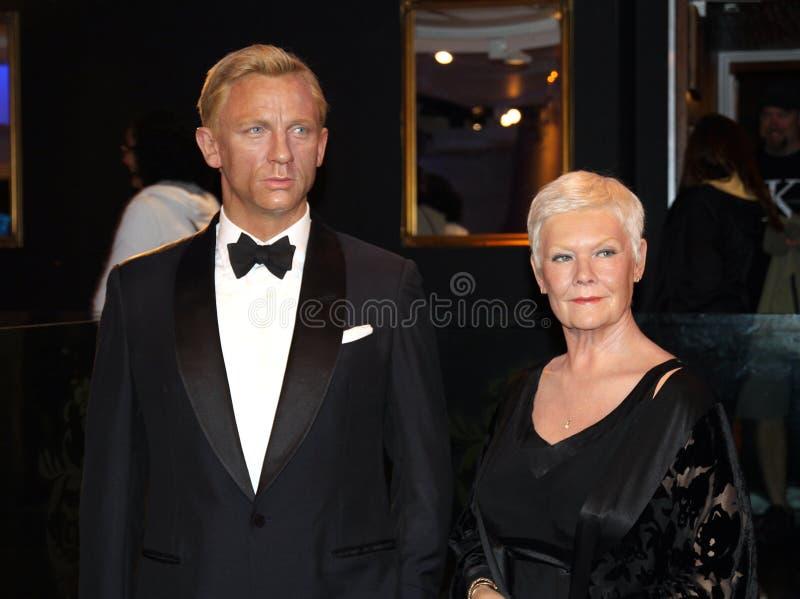 Daniel Craig e Judy Dench imagens de stock royalty free