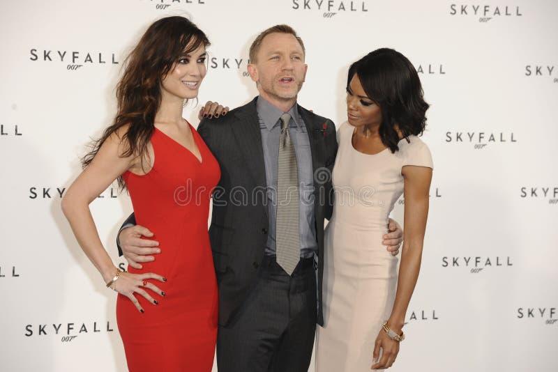 Daniel Craig, Naomie Harris, Berenice Marlohe, James Bond imágenes de archivo libres de regalías