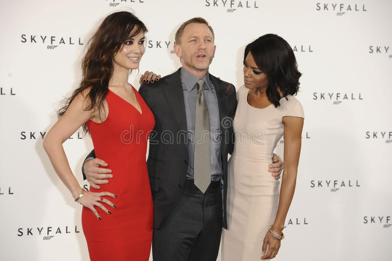 Daniel Craig, Naomie Harris, Berenice Marlohe, James Bond imagens de stock royalty free