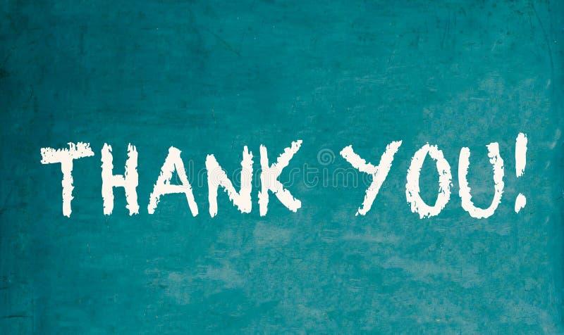 Dank u! tekstbericht in witte die krijtbrieven op een school groen oud grungy uitstekend houten bord of een bord worden geschreve royalty-vrije stock foto
