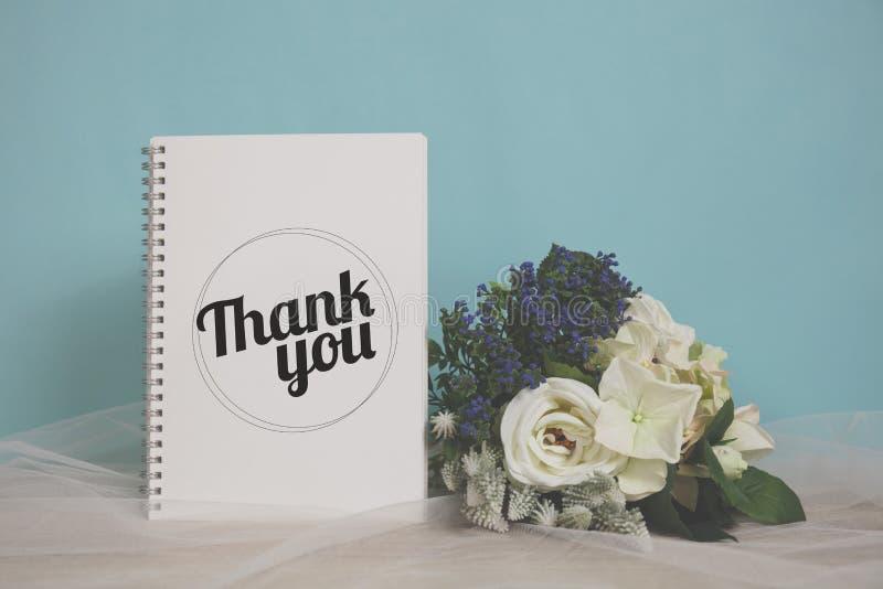 Dank u verwoorden met bloem royalty-vrije stock foto