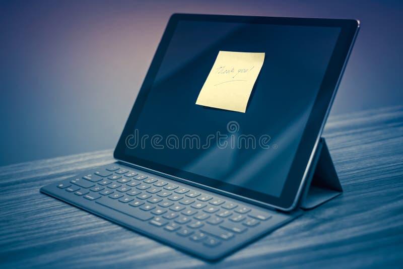 Danke, über digitalen Tablettenschirm zu merken stockfotos