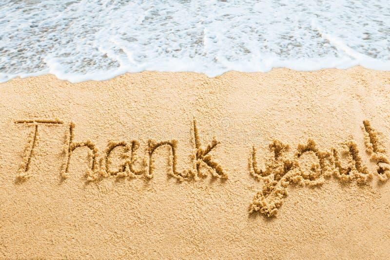 Danke abfaßt geschrieben auf Strand lizenzfreies stockbild