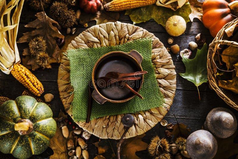 Danksagungsabendessen auf Holz stockfoto