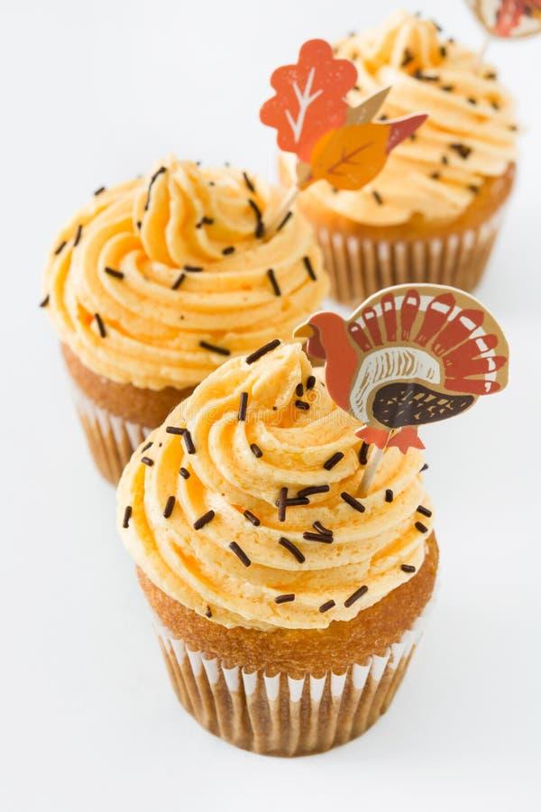 Dankzegging cupcakes op witte achtergrond royalty-vrije stock fotografie