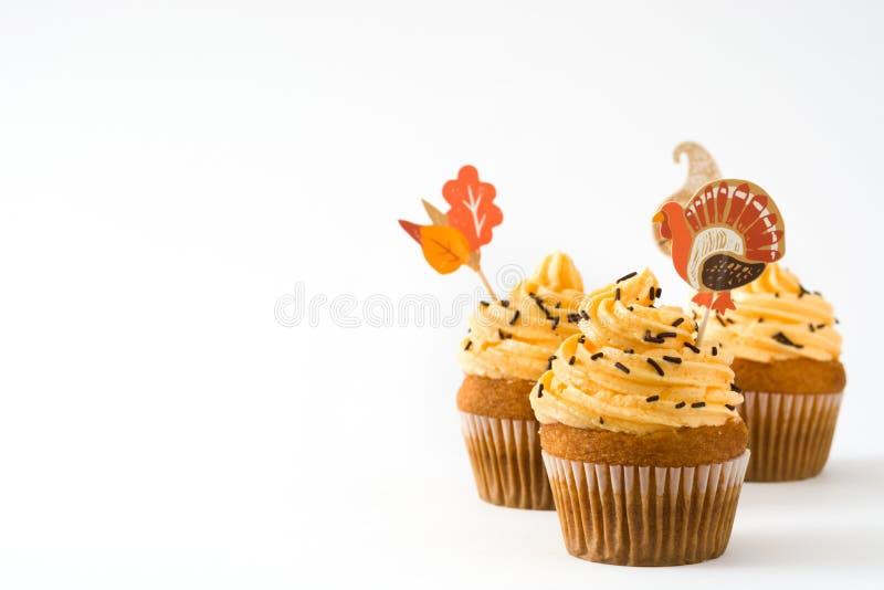 Dankzegging cupcakes op witte achtergrond stock afbeeldingen