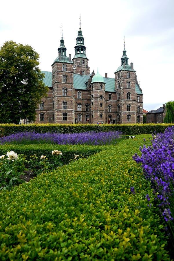 Danmark: Trädgård för Rosenborg slottros royaltyfri fotografi