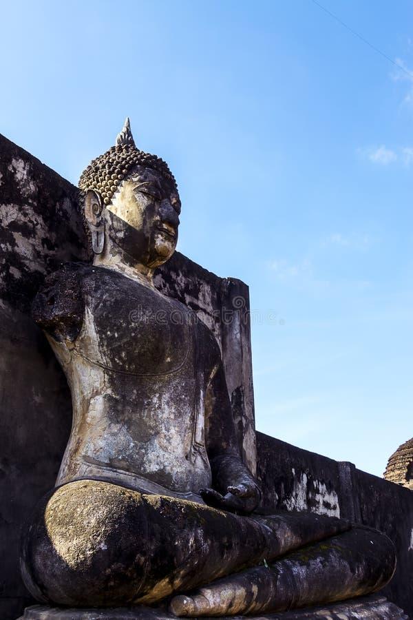 Dano de buddha da escultura com céu fotografia de stock