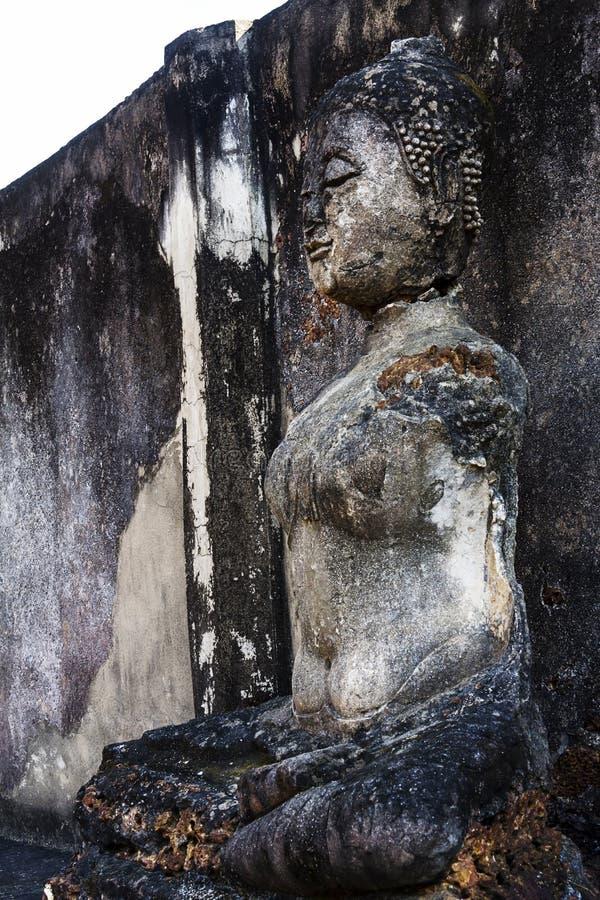 Dano de buddha da escultura exterior fotografia de stock royalty free