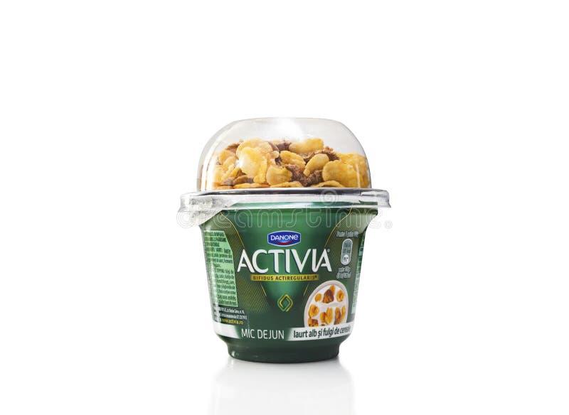 Danone Activia Breakfast Sweetened Yogurt avec du blé et le maïs critiques images libres de droits