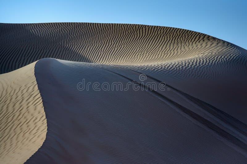 Dans aux dunes image stock