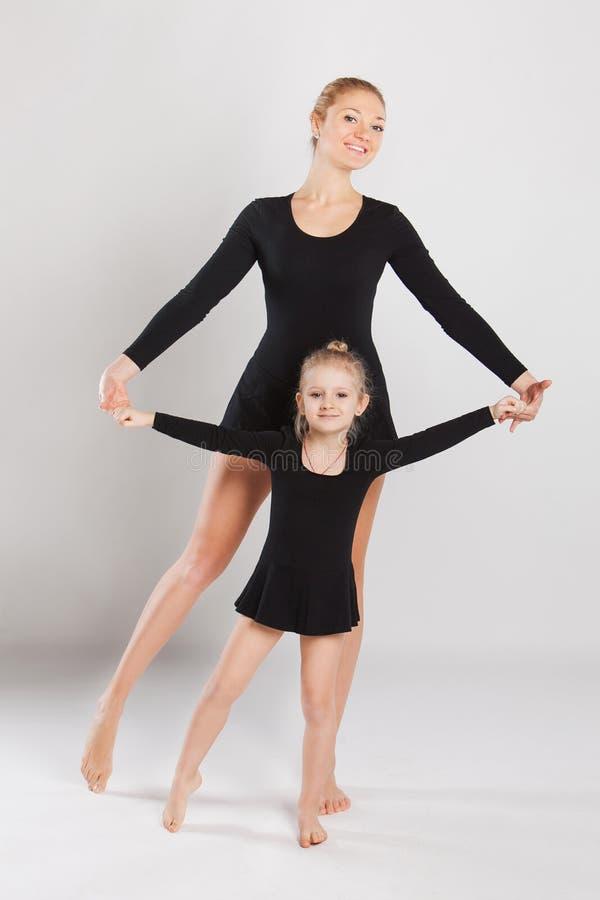 Dans för kvinnaundervisningliten flicka Moder och arkivbilder