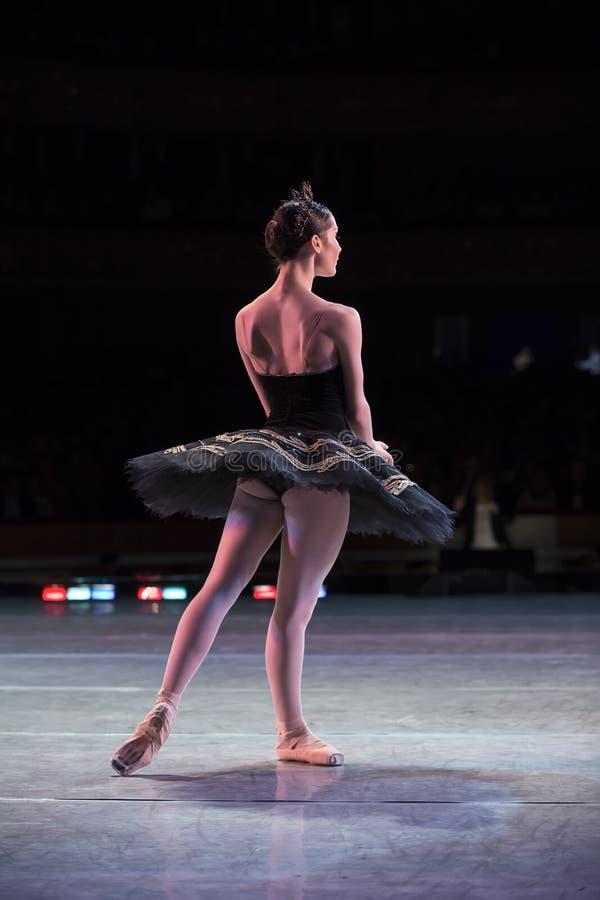 Dans för Prima ballerina arkivbild