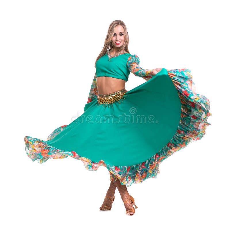 Dans för ung kvinna, isolerad oavkortad kropp på vit royaltyfri foto