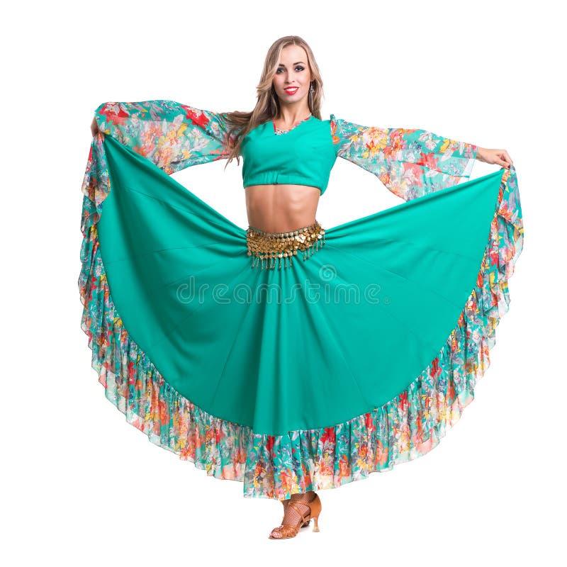 Dans för ung kvinna, isolerad oavkortad kropp på vit fotografering för bildbyråer
