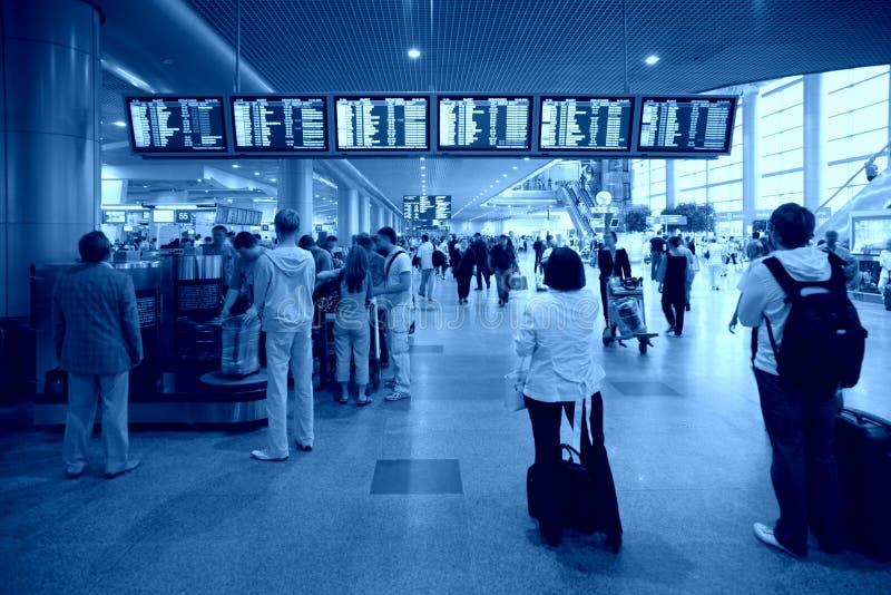 Dans l'aéroport image stock