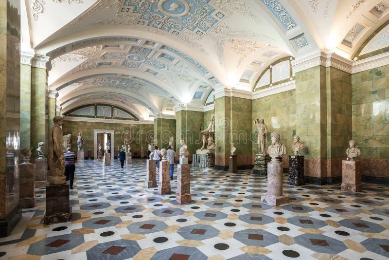 Dans l'ermitage d'état, place de palais photos stock