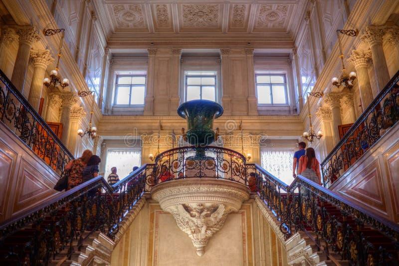 Dans l'ermitage d'état, place de palais photographie stock libre de droits