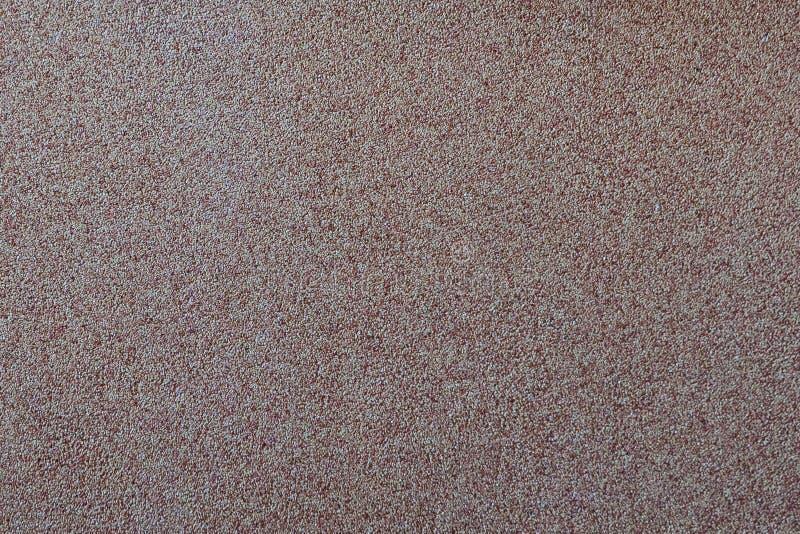 Dans la perspective du petit gravier disséminé de sable, une miette en pierre Texture d'une surface d'un mur, couleur claire photo stock