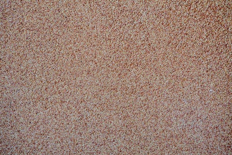 Dans la perspective du petit gravier disséminé de sable, une miette en pierre Texture d'une surface d'un mur, couleur claire photographie stock
