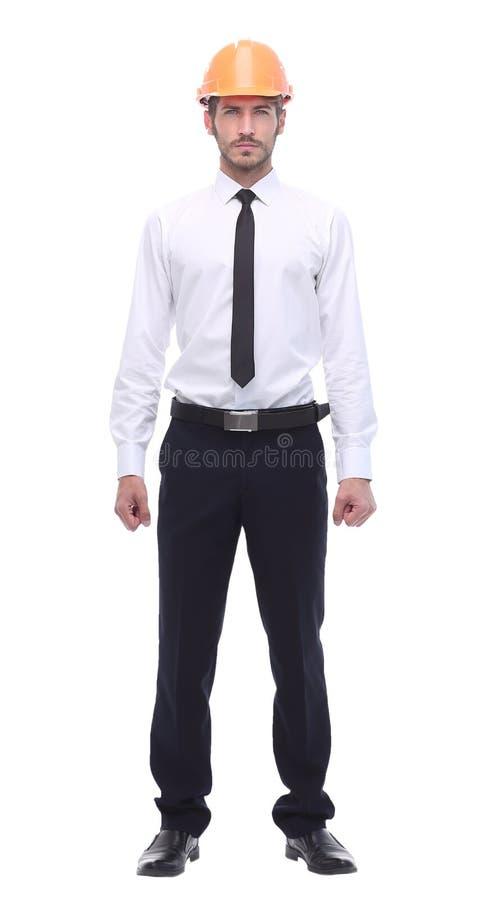 Dans la pleine croissance un homme sérieux d'affaires dans un casque de protection image stock