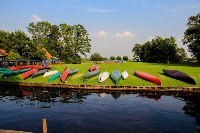 Dans le bateau néerlandais du soleil de Giethoorn photos stock