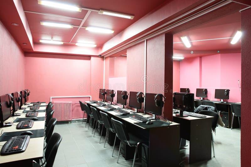 Dans le club int rieur d 39 ordinateur de style rouge photo for Interieur ordinateur
