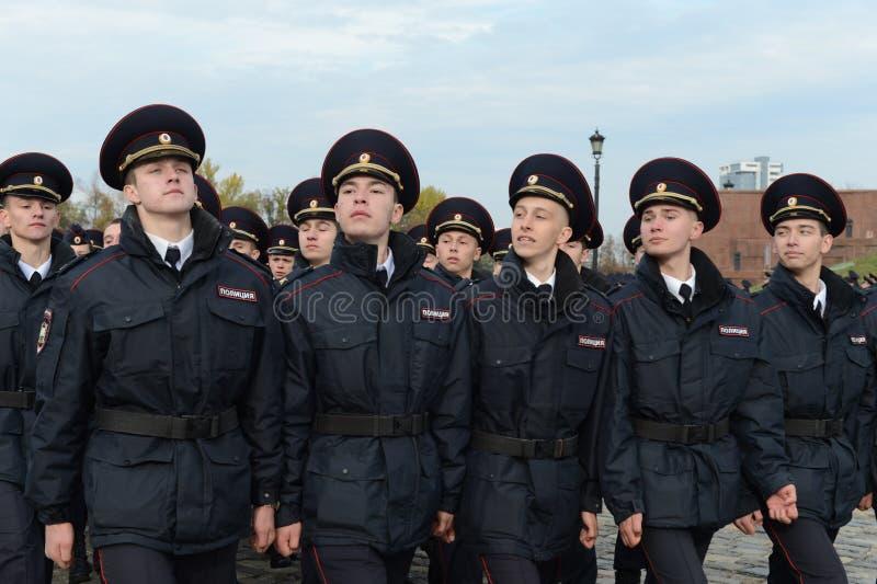 Dans le défilé des cadets de police sur la colline de Poklonnaya à Moscou photos libres de droits