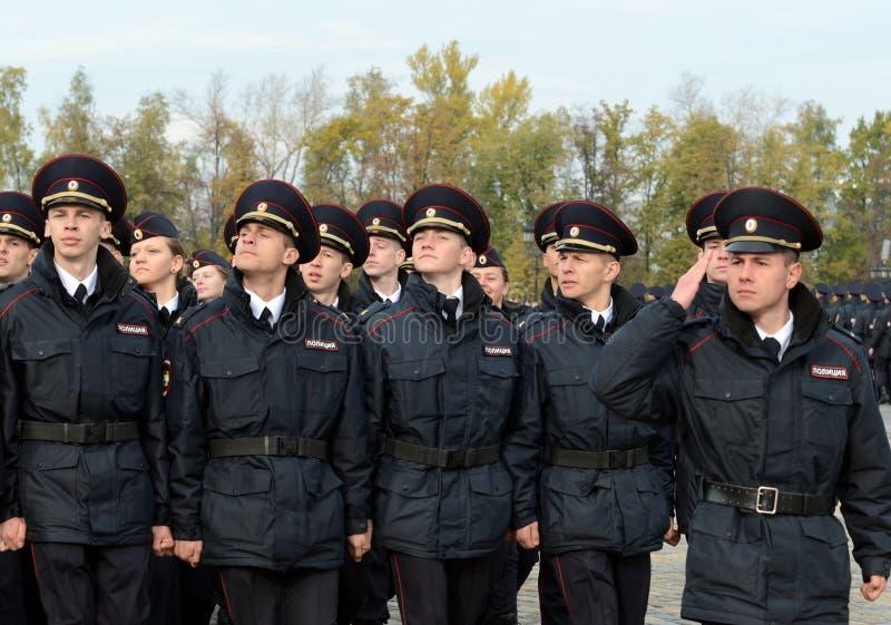Dans le défilé des cadets de police sur la colline de Poklonnaya à Moscou photographie stock libre de droits