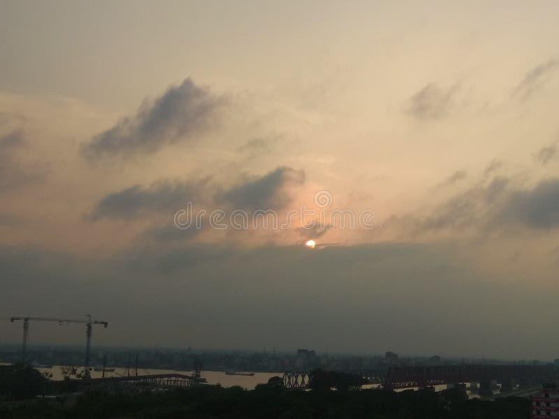 Dans le soleil égalisant pris des photos images stock
