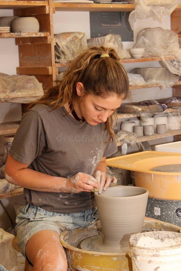 Dans le studio de poterie