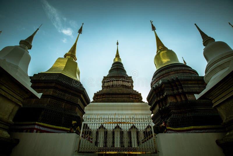 Dans le temple image stock