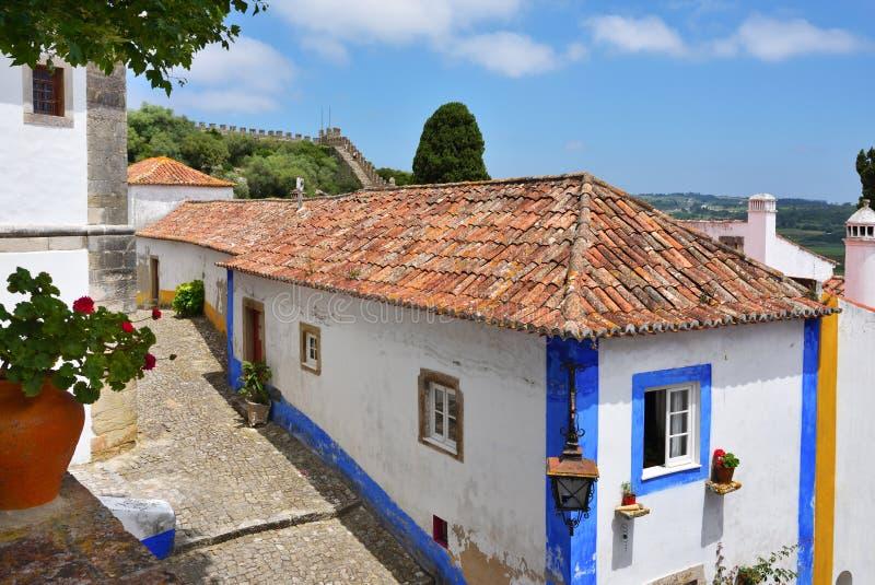 Dans les rues de la ville pittoresque d'Obidos, le Portugal photo libre de droits