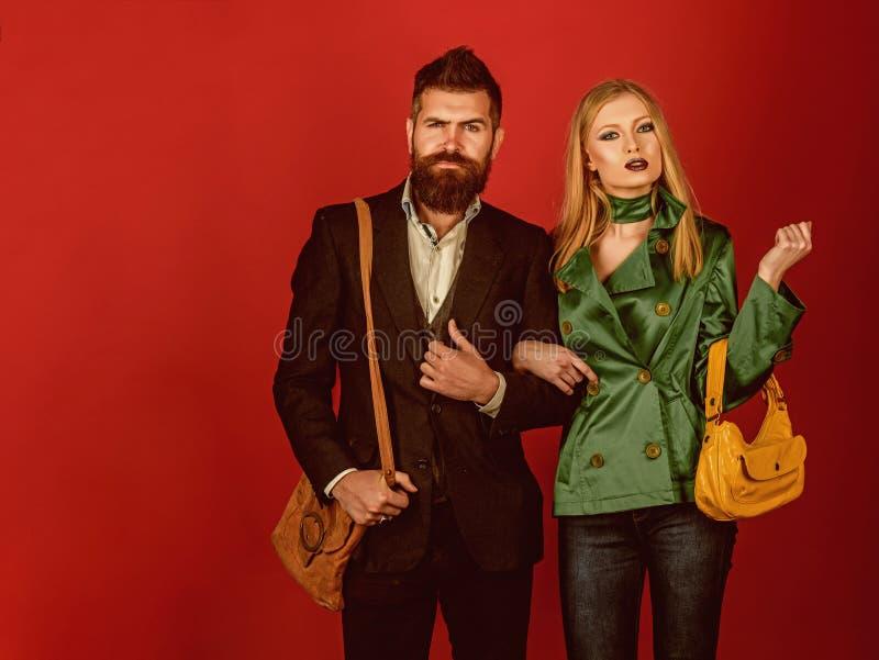 Dans leur propre style Relations d'amour Tendances de mode d'automne Couples dans l'amour dans le style à la mode Couples de mode photo stock