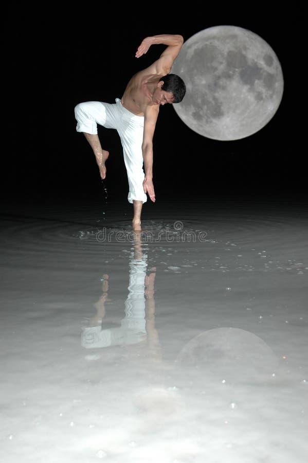 Dans met de maan stock foto's